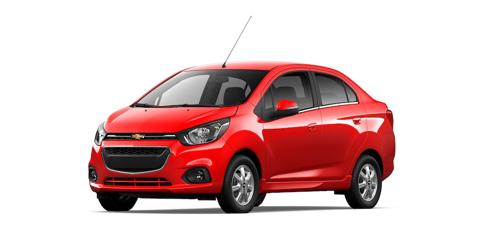 Chevrolet Beat Notchback 2021 color rojo granada